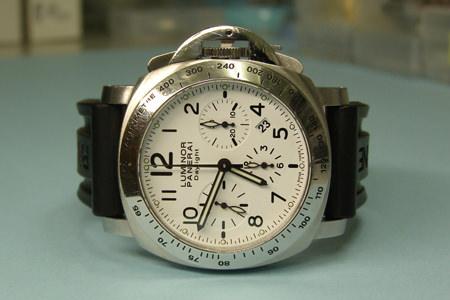 e4aa813b12 時に錆のダメージは、時計にその傷跡を残してしまいます。 錆は初期の段階では、ある程度に拡がっていきます。 そしてその後に、今度は時間を掛けて 深く下へ進行して ...